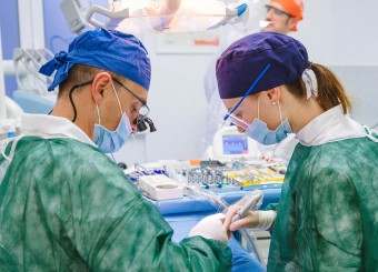 Implantologia avanzata e denti fissi in giornata, guarda i casi clinici svolti
