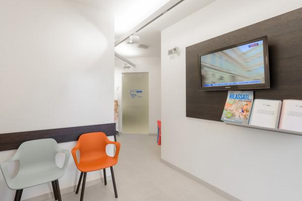 Sala d'attesa studio dentistico Como Polispecialistico Meroni